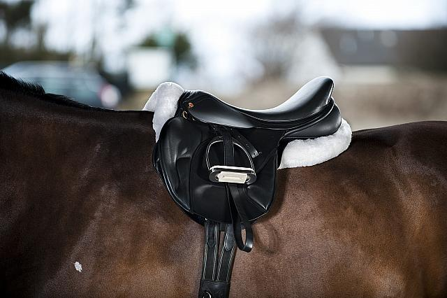 Riser Pad met imitatiebont / zadelonderlegger pony/cob
